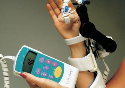 Guantini con rivestimento in gel e impostazioni completamente personalizzabili permettono il trattamento delle singole dita o di tutte, incluso il pollice.
